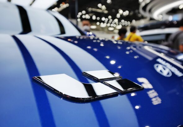 China's Li Auto to raise up to $1.93 billion from Hong Kong listing