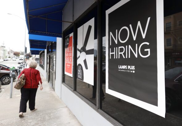 U.S. jobless claims post sharp decline to 326,000, better than expectations